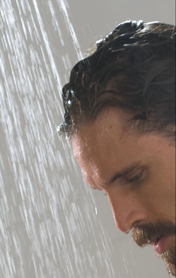 mycie włosów męskich